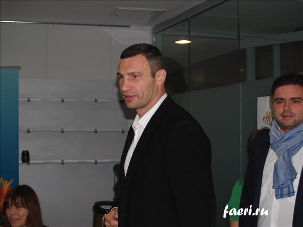 волонтеры на Евро 2012, Кличко, лубкивськый
